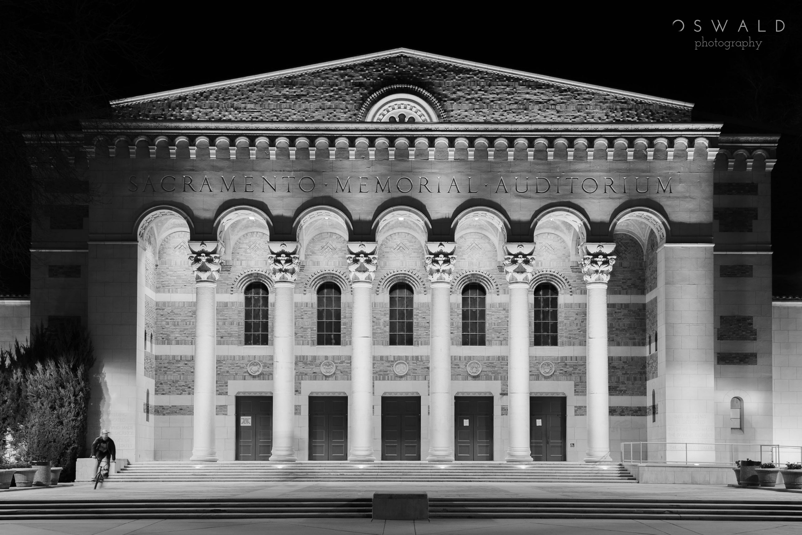Black and white photo of Sacramento's Memorial Auditorium