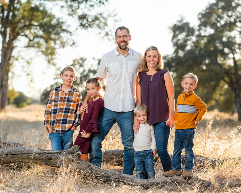 A Family of six poses for a portrait in Folsom at the American River Parkway