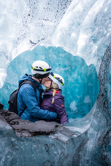 Kissing in Iceland